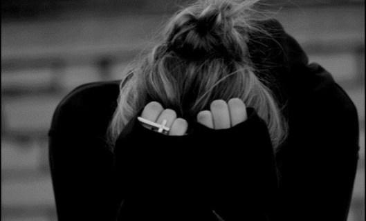 sad-crying-girl-alone-black-and-white